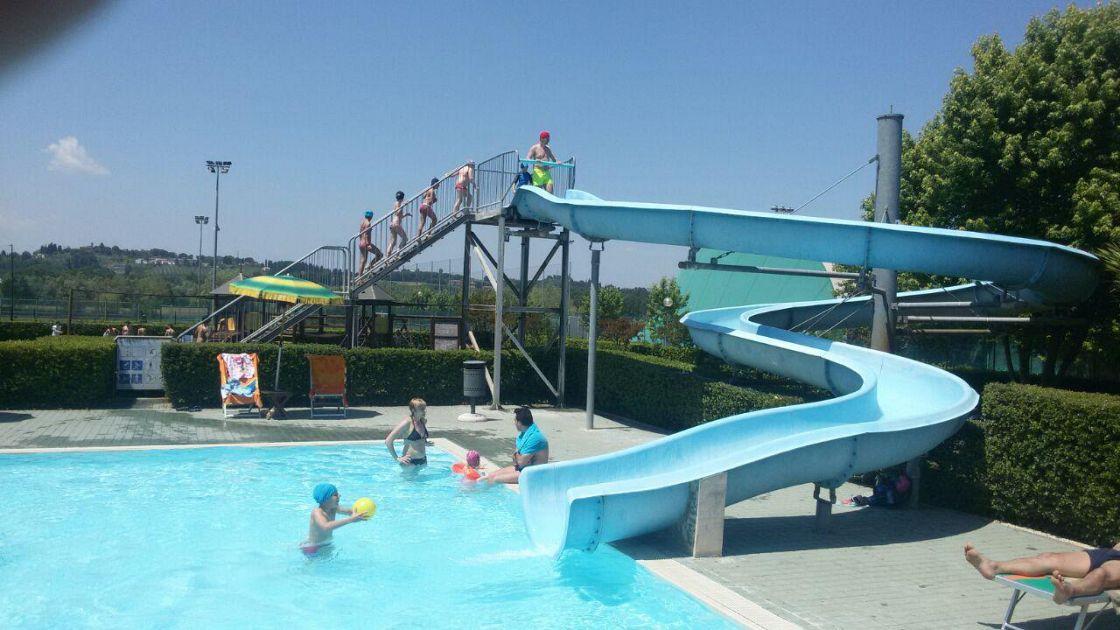 Il 2 giugno in piscina centinaia di presenze attualit for Piscina pontedera