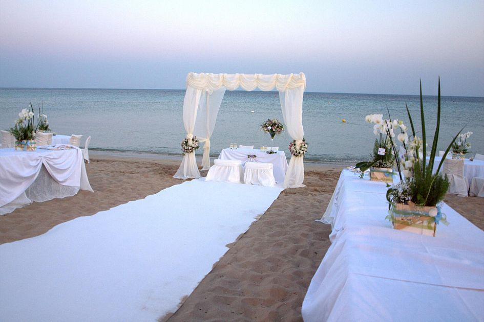 Matrimonio Spiaggia Elba : Matrimoni nuove location dal parco al litorale