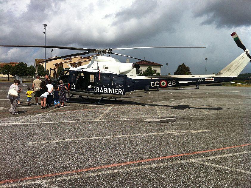 Elicottero 7 Posti : Elicottero e posti di blocco per cercare i ladri cronaca
