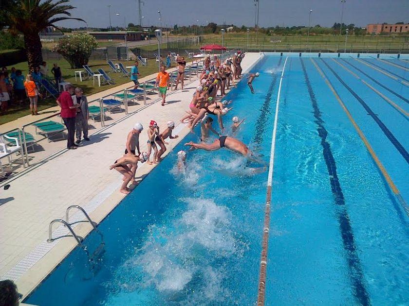 Festa in piscina a cascina cronaca cascina - Piscina comunale livorno corsi acquagym ...