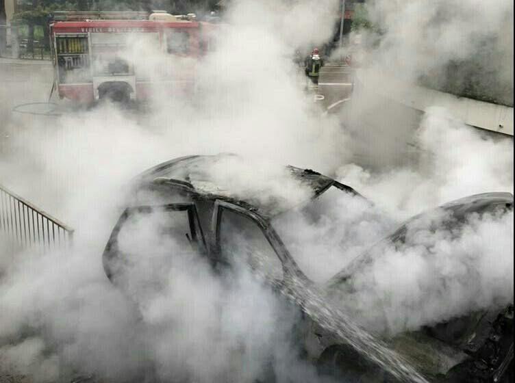 Ufficio In Fiamme : Auto in fiamme in una frazione cronaca cavriglia