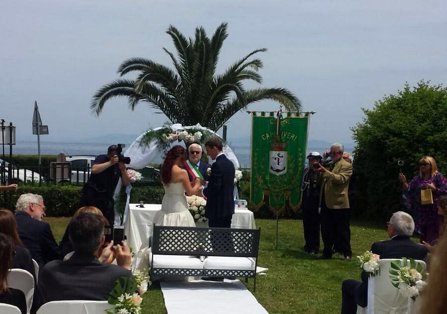 Matrimonio Spiaggia Livorno : Matrimonio rampante sulla spiaggia di naregno attualità