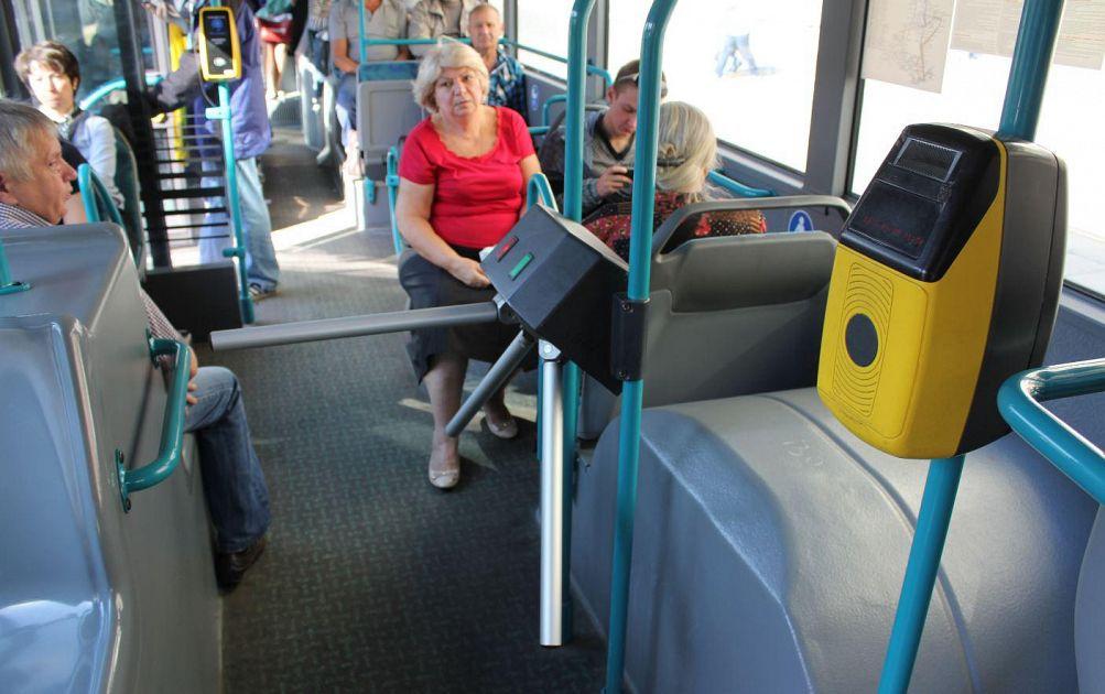 L 39 autista rinchiude i ladri dentro al bus cronaca firenze for Bagno a ripoli firenze bus