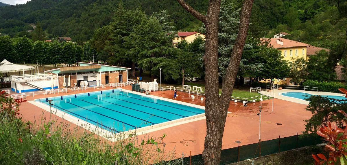 Estate al fresco della piscina attualit marradi - Piscina comunale livorno corsi acquagym ...
