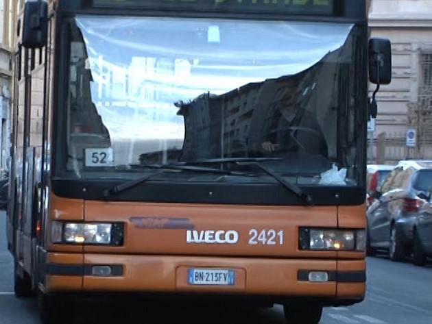 Scontro tra bus e furgone ferito un bimbo cronaca firenze for Bagno a ripoli firenze bus