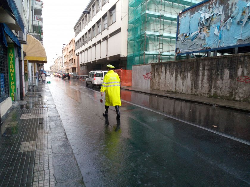 Una bomba d 39 acqua sulla citt cronaca pisa for Una citta sulla garonna