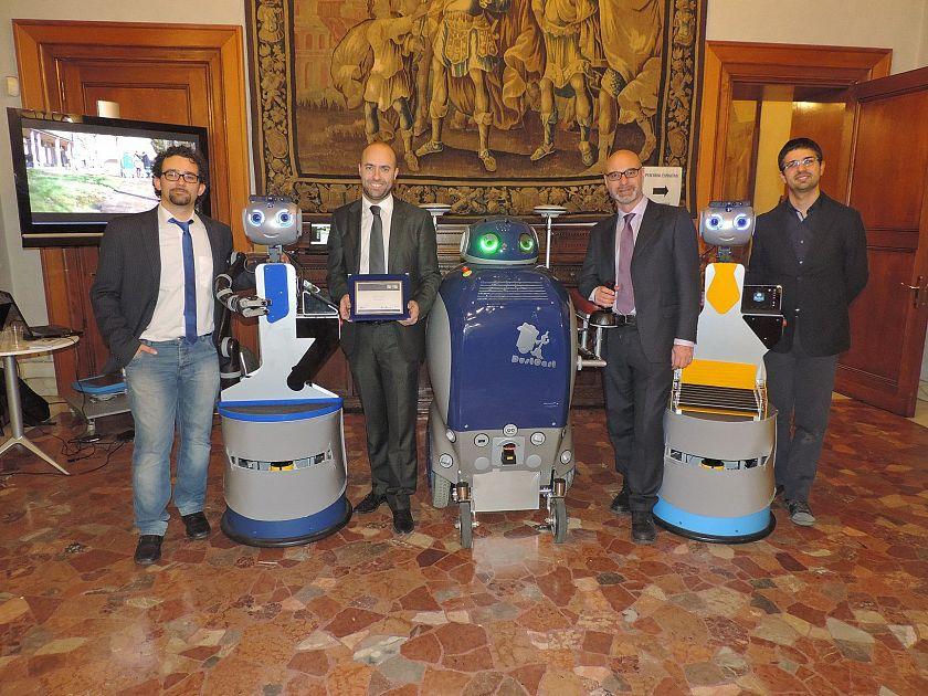I robot domestici premiati al salone del mobile cronaca pisa for Premiati piani domestici