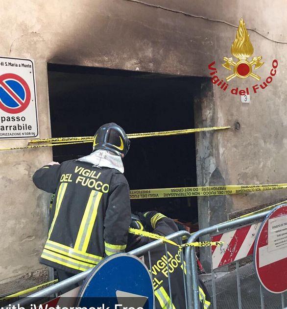 Muore tra le fiamme della termocoperta cronaca arezzo for Planimetrie della casa del garage