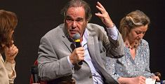 Oliver Stone sale in cattedra a Lucca