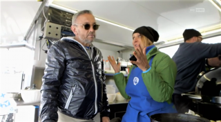 Denise con chef Bruno Barbieri durante la prova in esterna