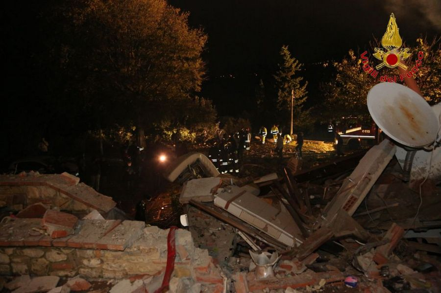Firenze: crolla palazzina, persone sotto macerie