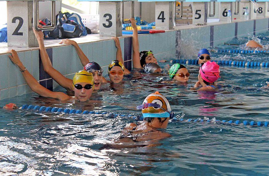 La maratona di nuoto a sostegno dei malati di sla - Piscina paganelli firenze ...