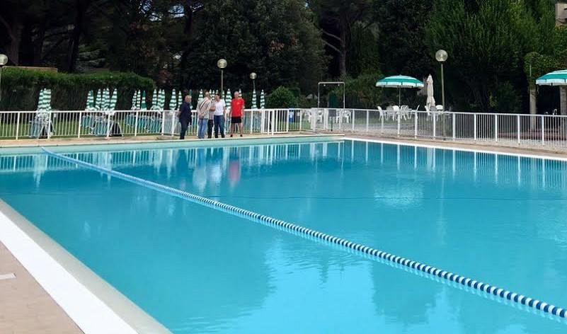 In piscina con costumi con scritte fasciste cronaca empoli - Costumi da piscina ...