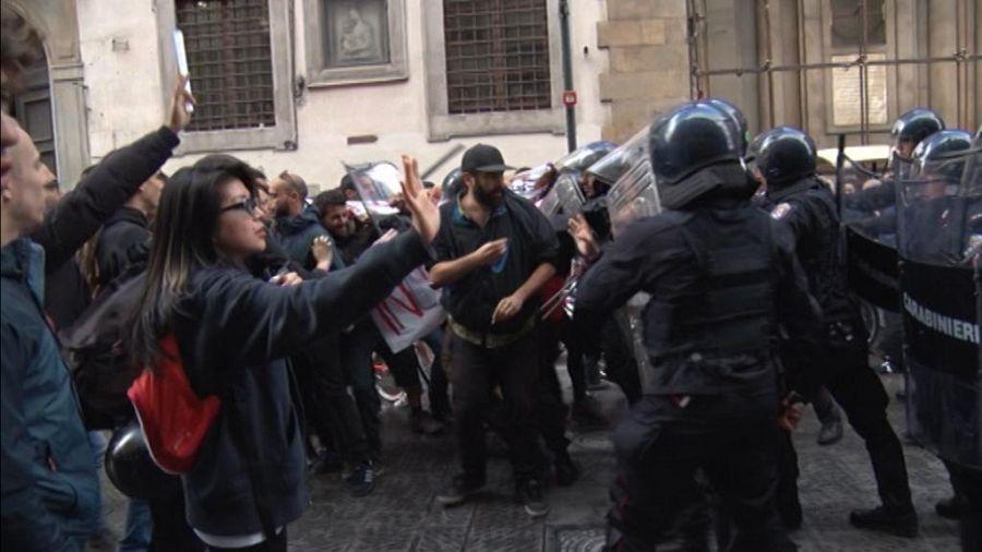 Corteo studenti: fumogeni e tensioni a Roma