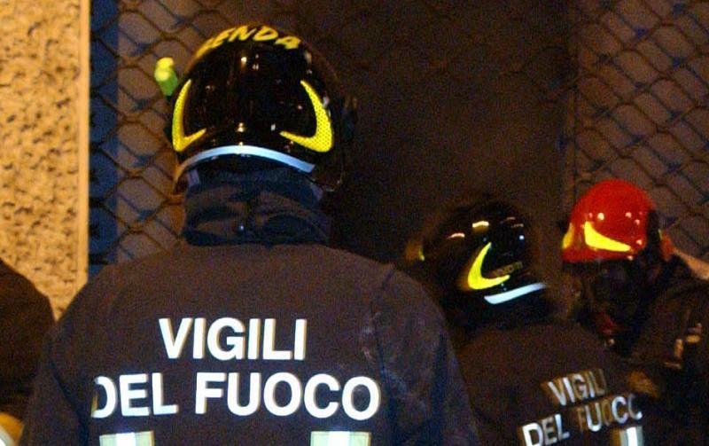 Incendio in mansarda, muore uomo di 47 anni