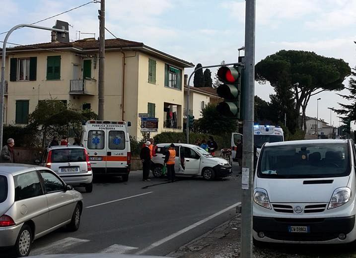 Travolta da un'auto sulle strisce, muore una 75enne