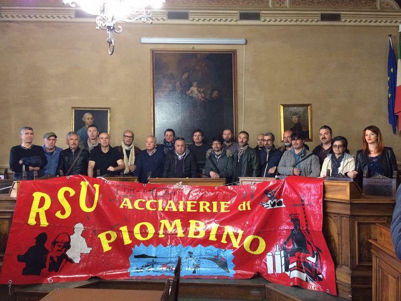 I lavoratori dell'Aferpi protestano: rinviato l'incontro al Mise