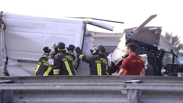 Paura in Fipili: camion sbanda, un ferito e viabilità nel caos