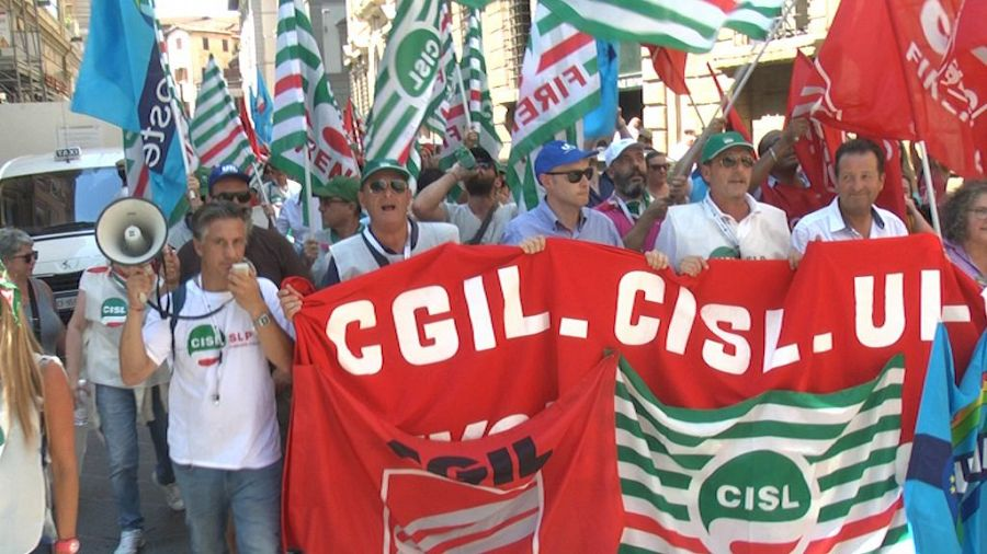 Poste, disagi in arrivo e tensione altissima: venerdì lo sciopero generale