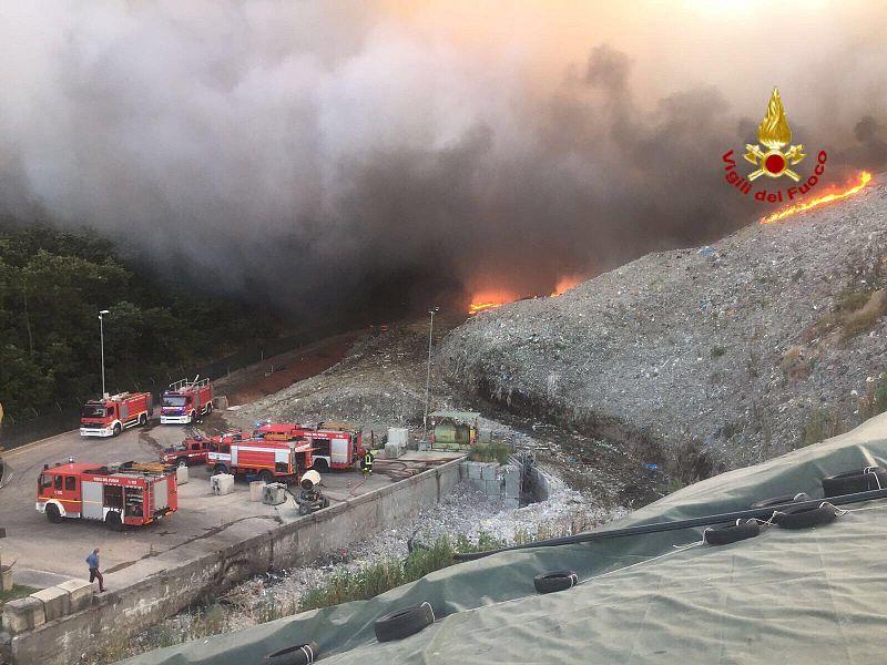 Incendio divampato nella notte alla discarica del Cassero (Serravalle Pistoiese)