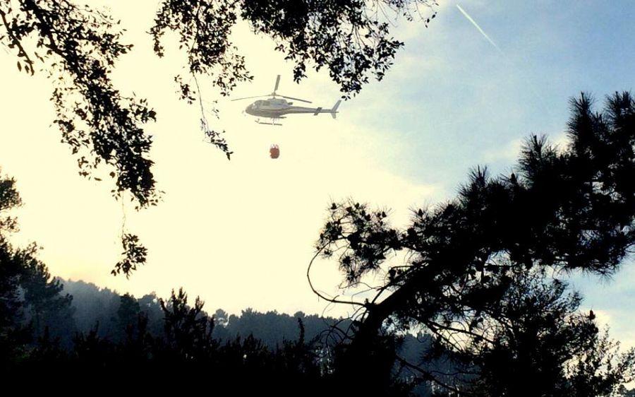 Incendio a Pomarance di nuovo fuori controllo: sul posto 4 elicotteri