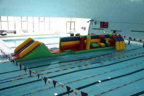 Se la piscina diventa un campo estivo per i bimbi for Piscina pontedera