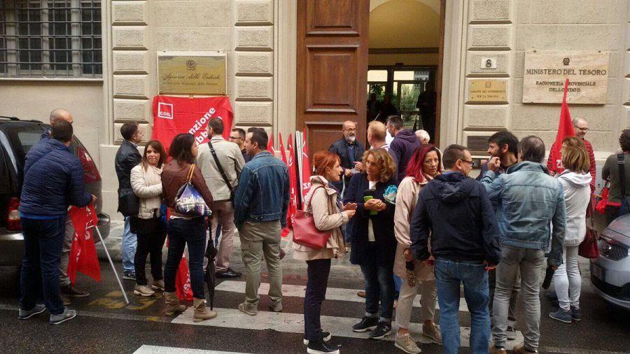 Firenze: presidio lavoratori Agenzia delle Entrate