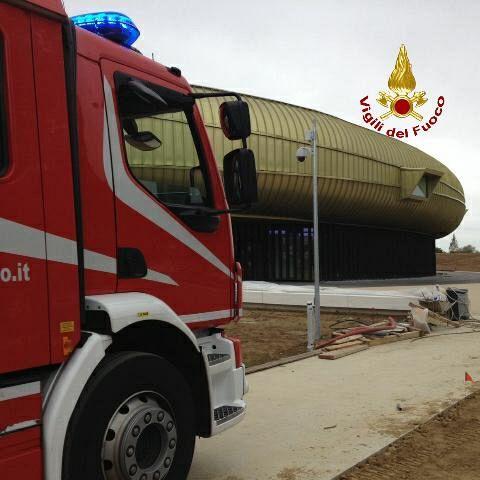Crolla un controsoffitto al Centro Pecci a 5 giorni dall'inaugurazione: due feriti