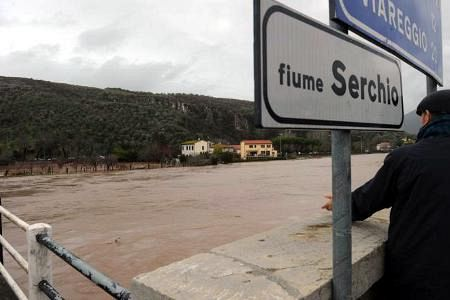 San Giuliano Terme, auto nel fiume Serchio: 3 Morti