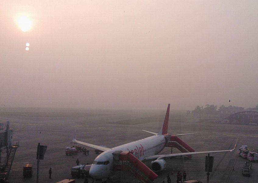 La nebbia non dà tregua al Galilei, caos voli