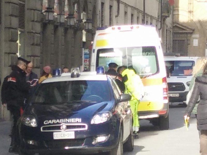 Medico trovato senza vita in stanza hotel a Viareggio