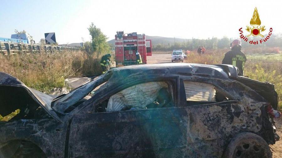 Incidente a Casetta, auto fuori strada: morti due giovani
