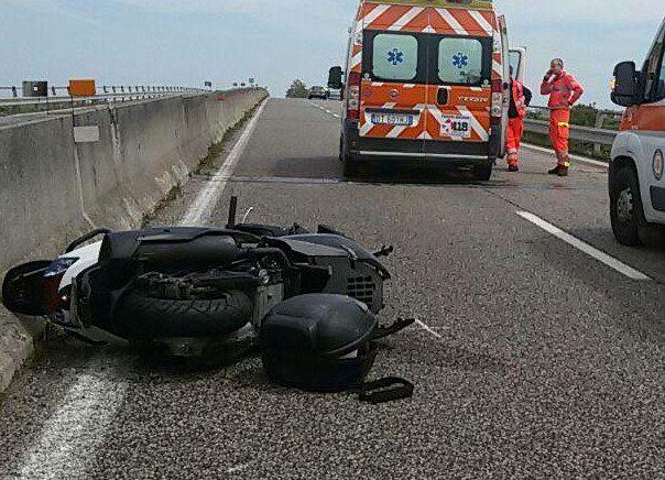 Incidente mortale di fronte al luna park, muore motociclista di 39 anni