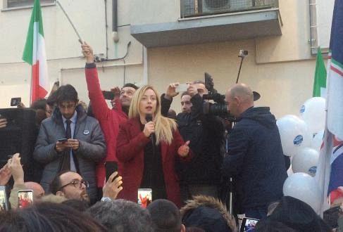 Meloni contestata a Livorno: