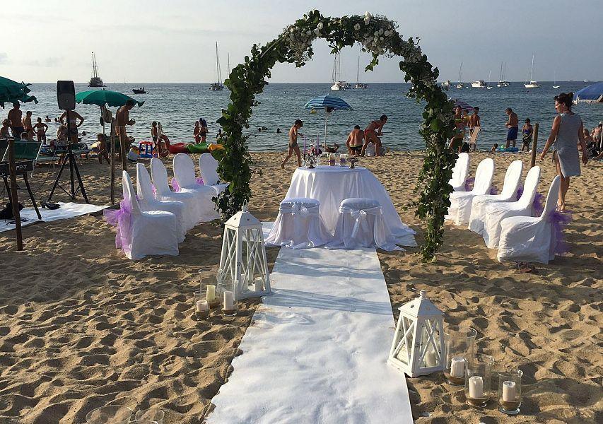 Matrimonio Religioso In Spiaggia : Matrimonio in spiaggia fra i turisti attualità marciana