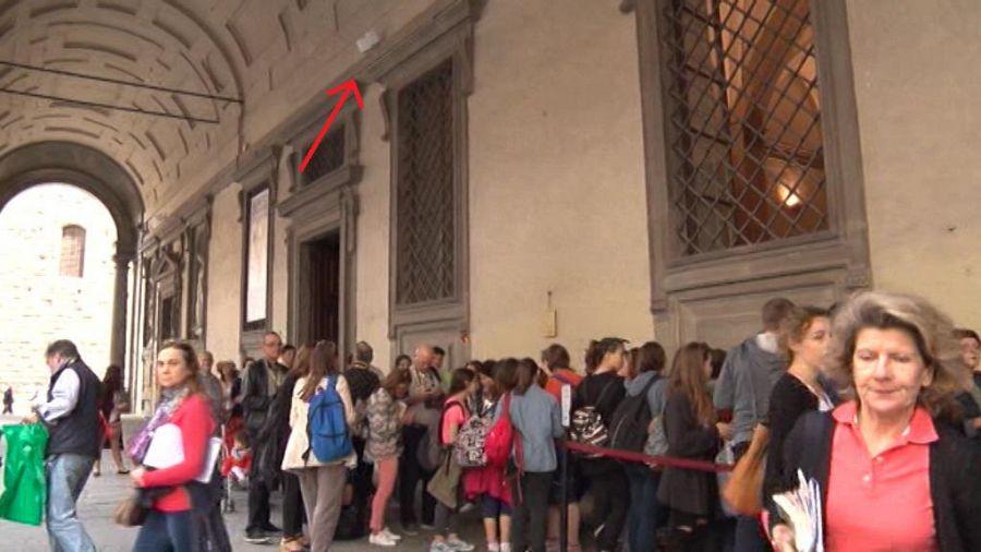 Giù pezzi travertino in bagno Uffizi