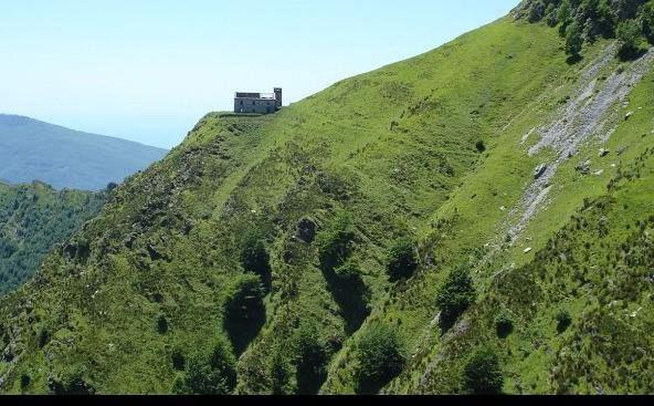 Massa, macabro rinvenimento sulle Alpi Apuane Ritrovato cadavere in decomposizione senza testa
