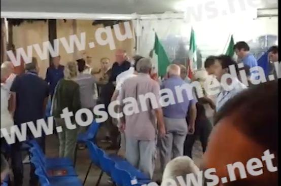 Secchio di letame contro Rossi: aggredito il governatore della Toscana