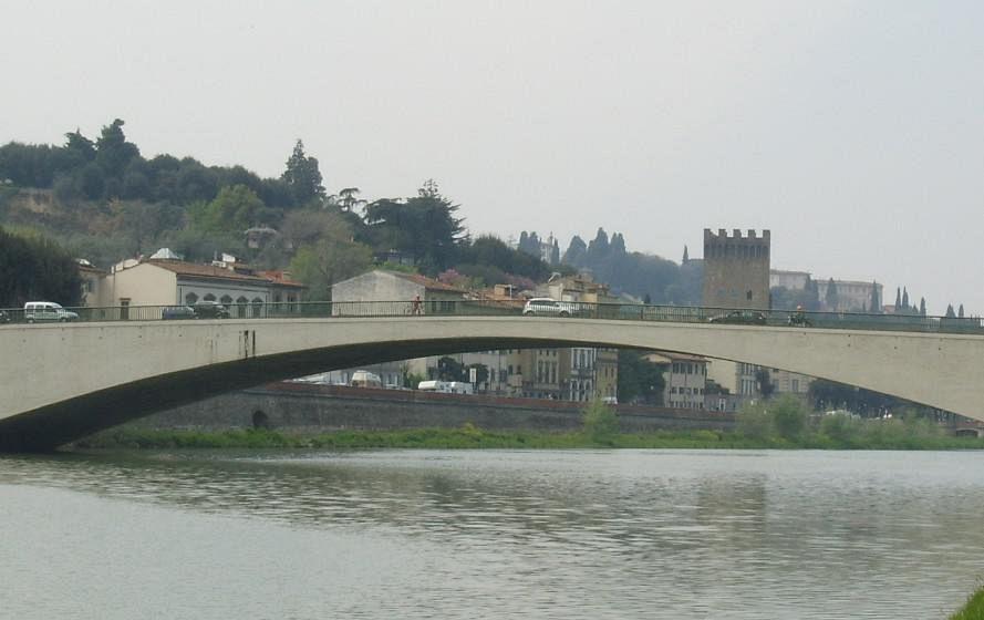 Firenze, persona in Arno a ponte S. Niccolò, intervento vigili del fuoco