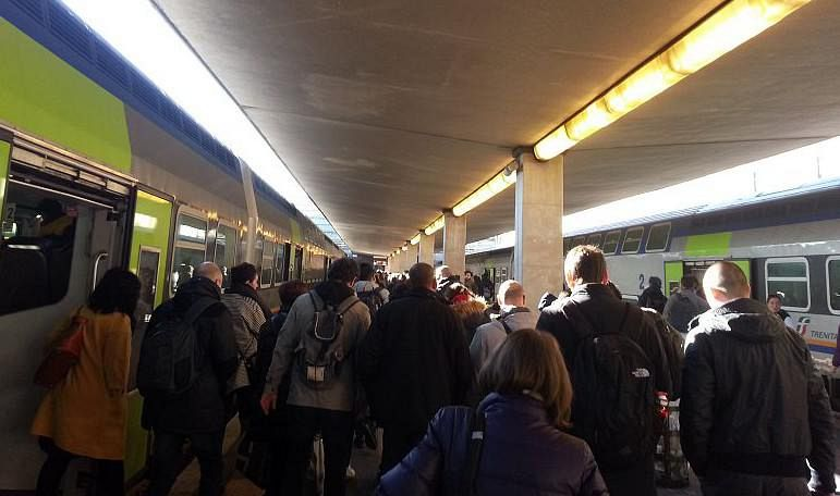 Dagli aerei ai treni, venerdì nero per i trasporti: sciopero generale di 24 ore