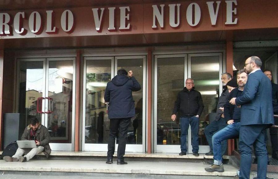 Renzi scherza col consigliere Razzanelli:
