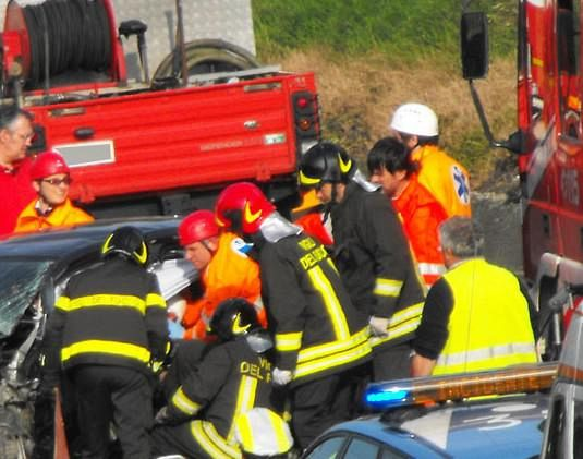 Scontro auto-pullman, muore a Siena una bimba di 11 anni