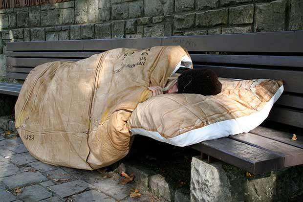Freddo: muore senzatetto sul lungarno a Firenze