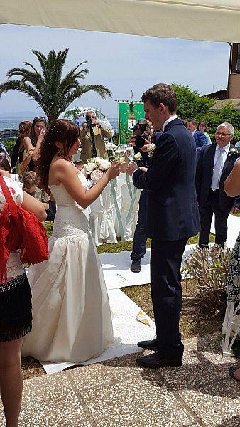 Matrimonio Spiaggia Elba : Matrimonio rampante sulla spiaggia di naregno attualità