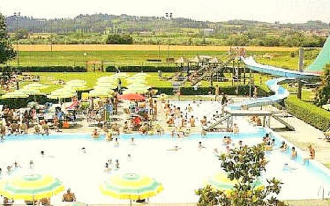 Riapre la piscina comunale attualit peccioli for Piscina pontedera