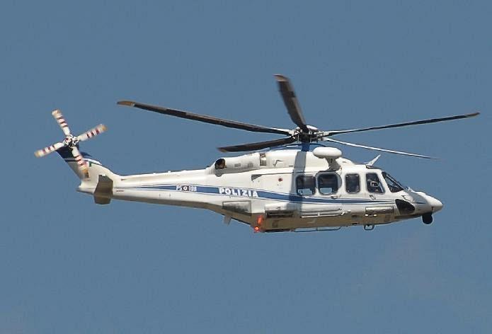 Elicottero Polizia : Quel volo radente dell elicottero della polizia cronaca pisa