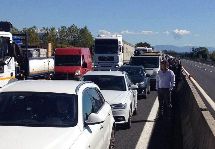 Tir in fiamme su A1, chiusa corsia sud nel Fiorentino