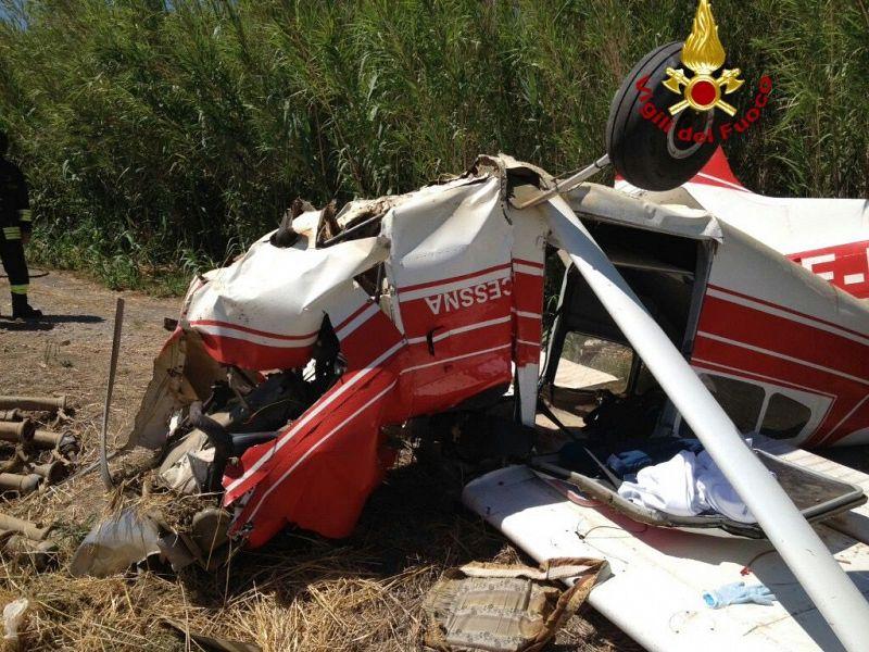 Paura all'aviosuperficie: incidente in decollo, 4 sbalzati fuori, pilota in coma