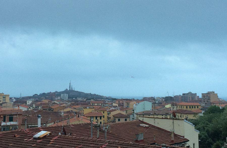 Terracina, forte maltempo scoperchia tetti: alberi caduti e blackout
