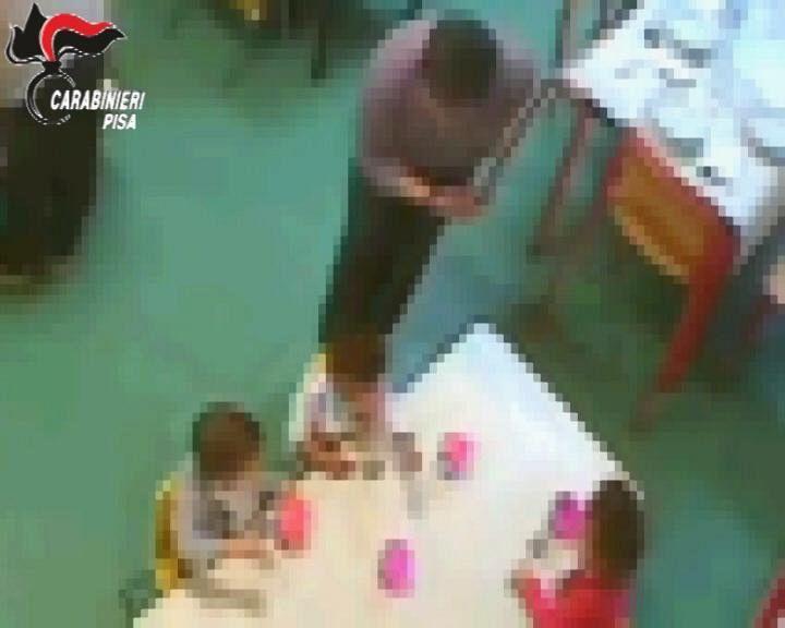Bimbi maltrattati, arrestata educatrice a Pisa